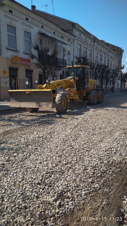 Вже два місяці ідуть ремонтні роботи по вул. С. Стрільців
