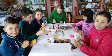 На Коломийщині школярів навчали розмальовувати писанки