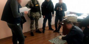 На Франківщині на хабарі в $5 тис. спіймали поліцейського. ФОТО