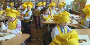 """""""3125 пряників"""": у Коломиї провели майстер-клас по виготовленню пасхальних смаколиків. ВІДЕО"""