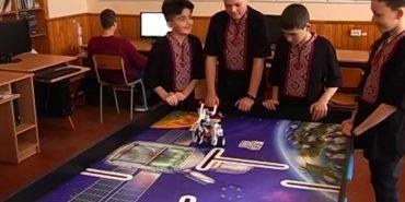 Школярі з Коломийщини привезли нагороди з всеукраїнського турніру з робототехніки. ВІДЕО