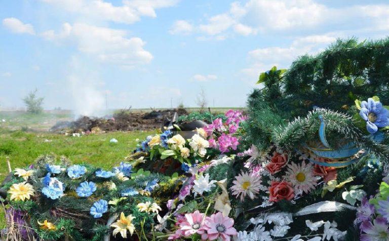 Штучні квіти та вінки: загроза чи безпека