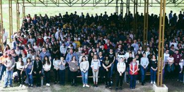 Більше тисячі дітей зібралися на прощу випускників у Погоні. ФОТО