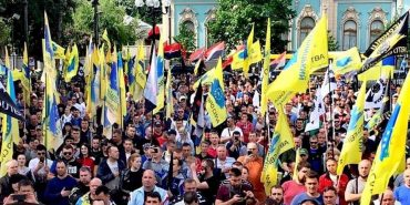 """Активісти """"АвтоЄвроСили"""" Прикарпаття закликають всіх власників авто підтримати акцію і відтермінувати величезні штрафи для """"євроблях"""". ФОТО"""