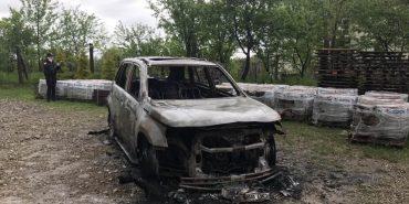 На Франківщині невідомі підпалили автівку депутата облради. ФОТО