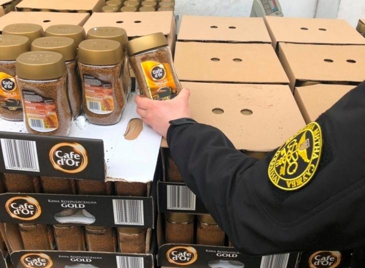 У вживаних меблях прикарпатець намагався перевезти через митницю 1344 кг кави. ФОТО