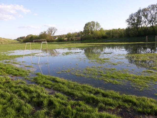 Через проливні дощі, дороги і стадіони на Городенківщині сильно підтоплені