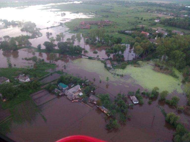 На Прикарпатті рятувальники розпочали спостережні обльоти підтоплених районів. ФОТО