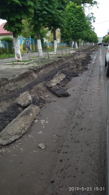 Вулицю С. Стрільців продовжили ремонтувати.