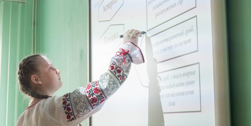 Дві школи Коломийського району отримали нові біологічні класи (відеосюжет)