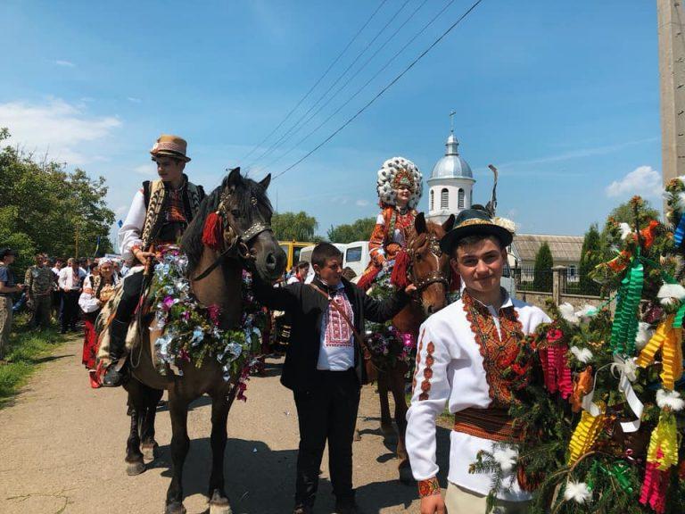 """У Королівці урочисто відкрили ювілейний фестиваль """"Коломийка"""". ФОТО, ВІДЕО"""