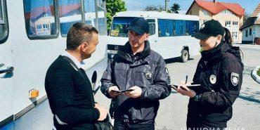 Несправний транспорт та інші порушення виявили поліцейські Прикарпаття під час огляду маршруток