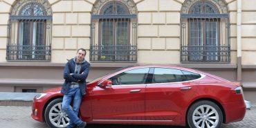 Машина майбутнього Tesla в Коломиї