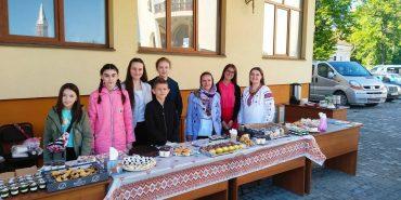 Біля Катедрального собору у Коломиї відбувся традиційний ярмарок домашньої випічки. ФОТО