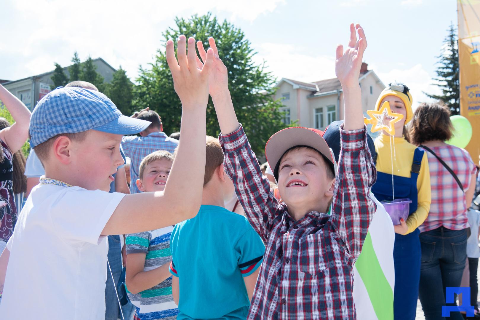Дитячі майданчики та комп'ютерні класи: у Городенці яскраво відзначили день захисту дітей. ФОТО 14